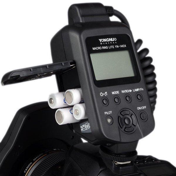 Yongnuo_YN_14_EX__Canon_TTL_ring_flash_kit_battery_grande.jpg
