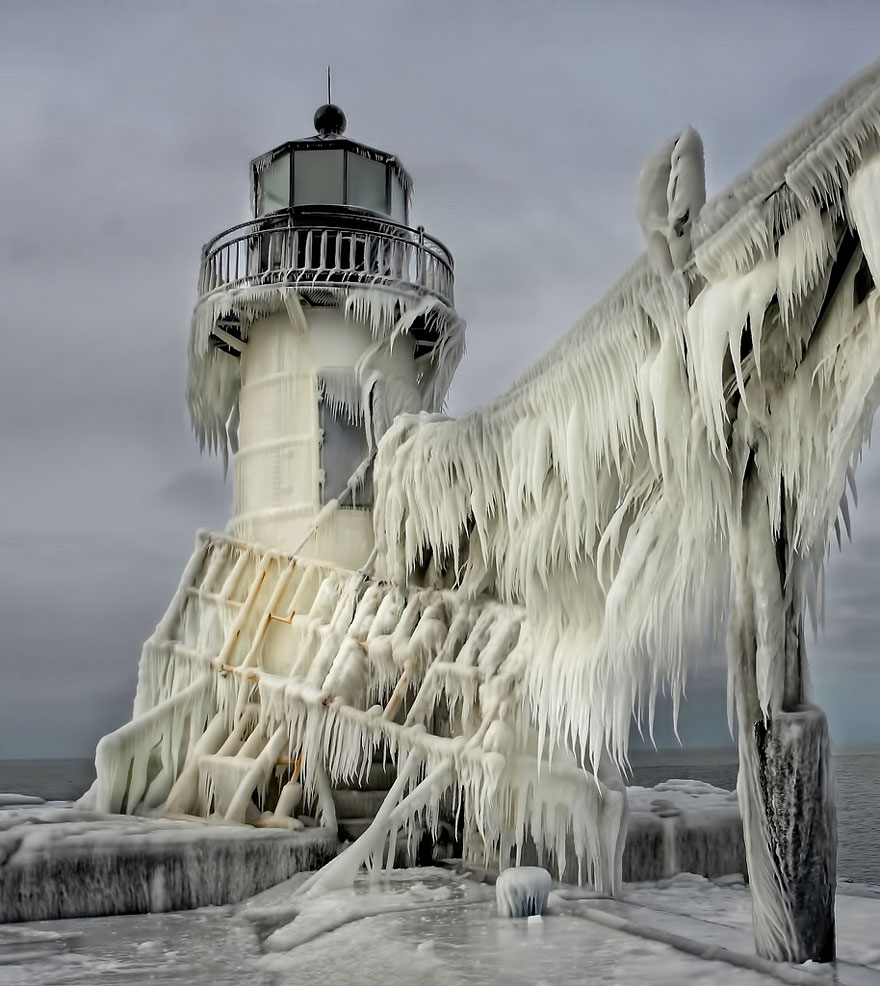 frozen-ice-art-3-1__880.jpg