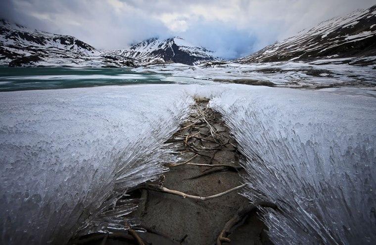 frozen-ice-art-5__880.jpg