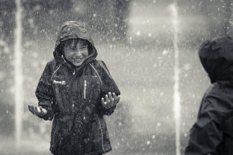 Enfants_sous_la_pluie.jpg