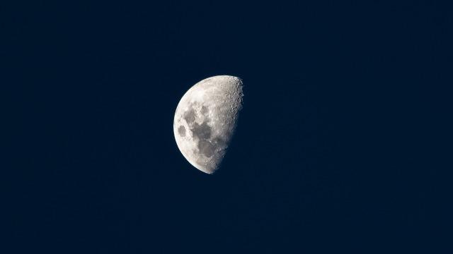 moon-2683185_1920