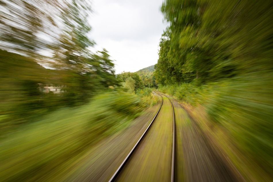 train-1715320_1280.jpg